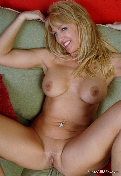 Sweet girl nude fuck