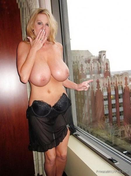 Fully naked school girl