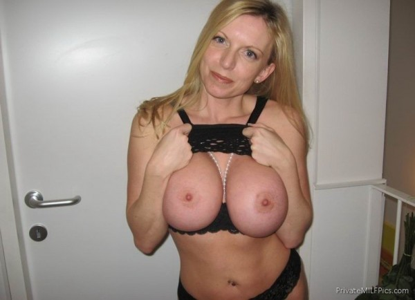 Massive tits on this milf babe